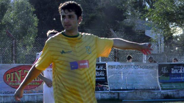 César Torres, con la camiseta de Fitz Simon