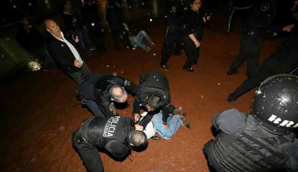 docentes-represión-policía