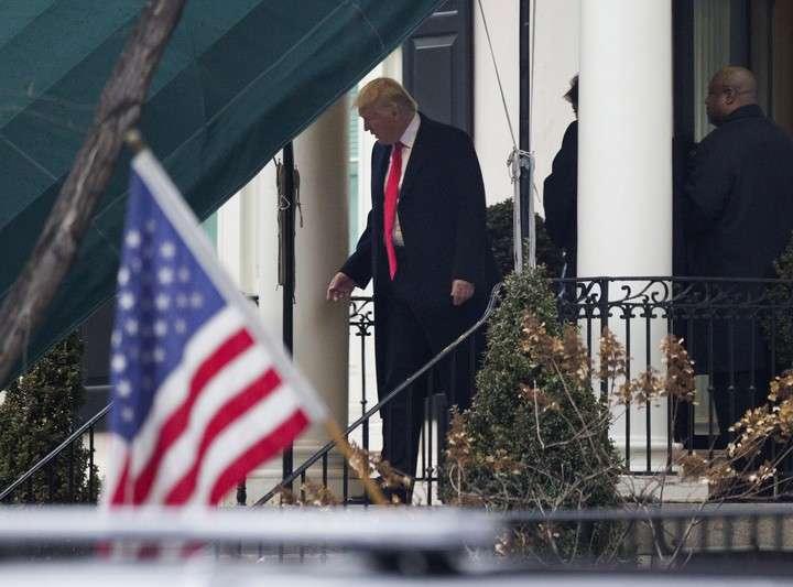 Trump sale de la Blair House el día de su asunción