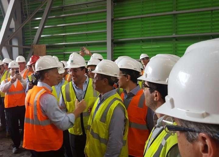 Mauricio Macri, en la recorrida en una fábrica de Tenaris en Texas.