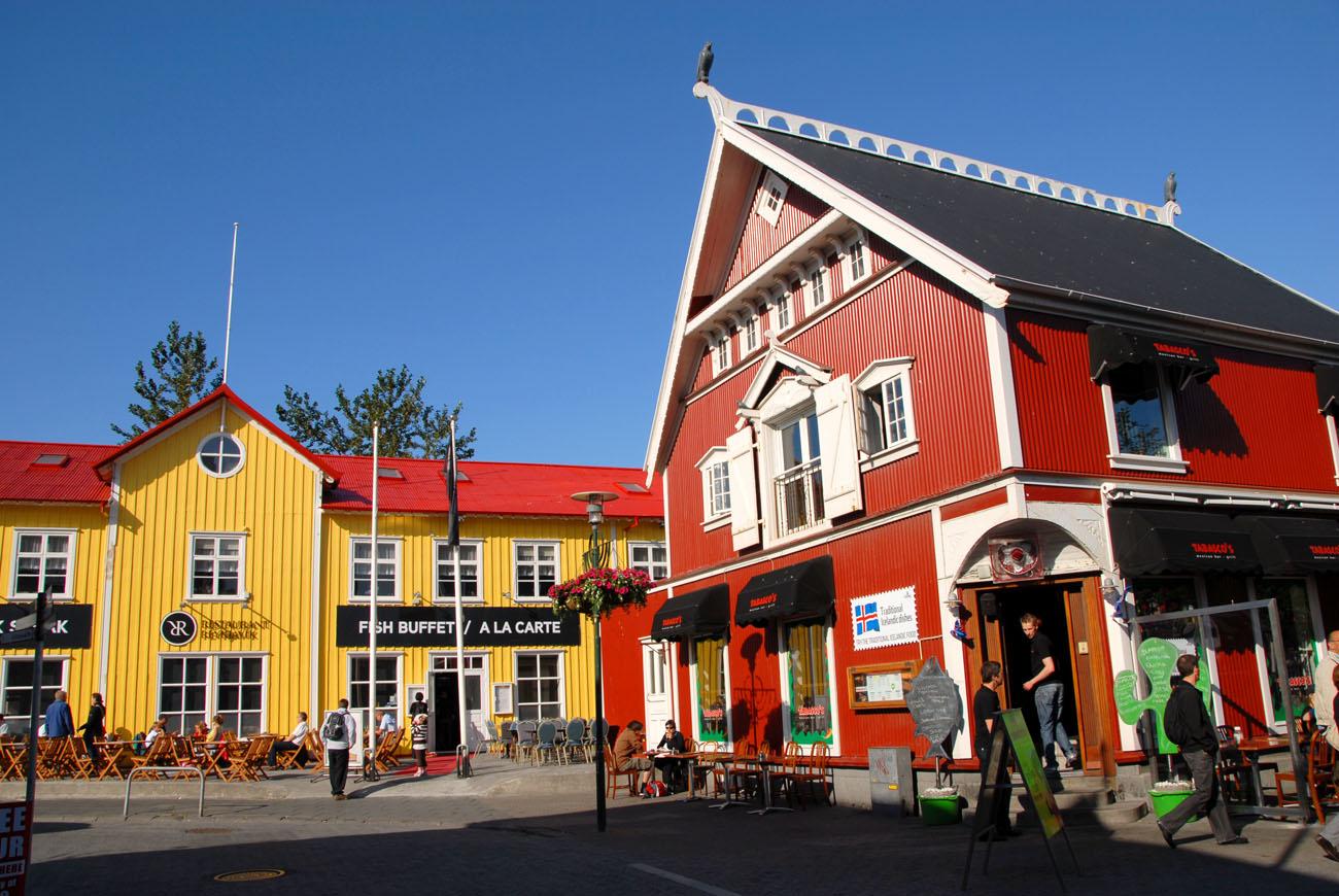 Esta fue la primera ciudad de no habla inglesa en unirse a la Red de Ciudades de la Literatura. Es la capital cultural de Islandia y el escritor Arnaldur Indridason es la sensación literaria del país, y, de paso, uno de los reyes de la novela negra contemporánea. Sorprendente, ya que Reykjavik es una de las ciudades más limpias y acogedoras del mundo. Islandia es el país del mundo que publica más títulos per cápita que casi cualquier otro.