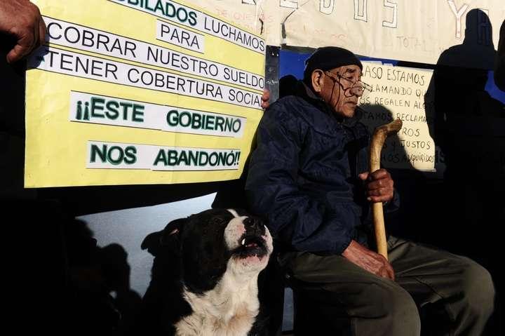 Don Ramos, todos los días acompaña el reclamo de los jubilados.
