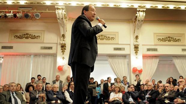 Sanz, anoche, en el encuentro radical. Foto: DyN