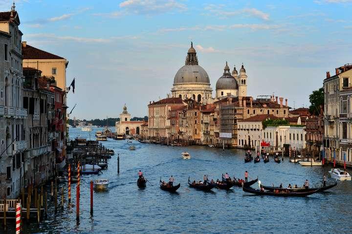 Venecia recibe más de 10 millones de turistas cada año.