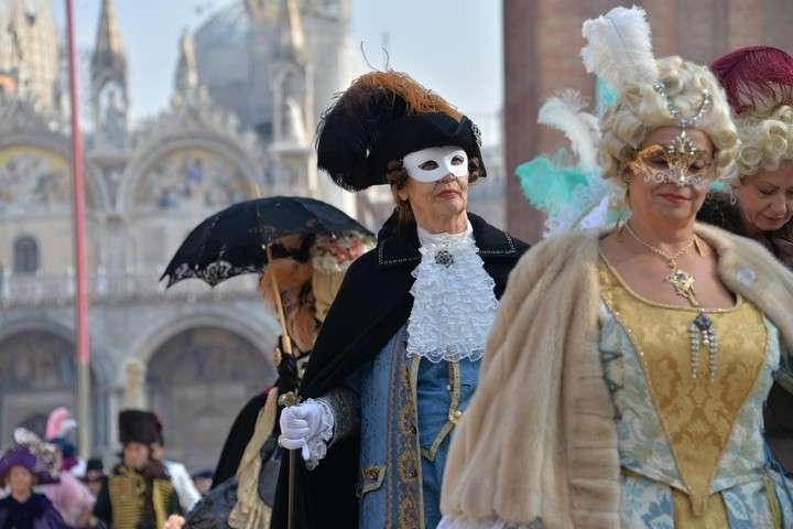 La época de carnaval es una de las más buscadas por los turistas extranjeros para visitar Venecia.