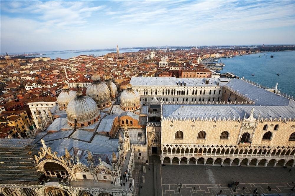 El Palacio Ducal y la basílica de San Marcos simbolizan la época dorada de la ciudad, cuando era una de las más poderosas del Mediterráneo.