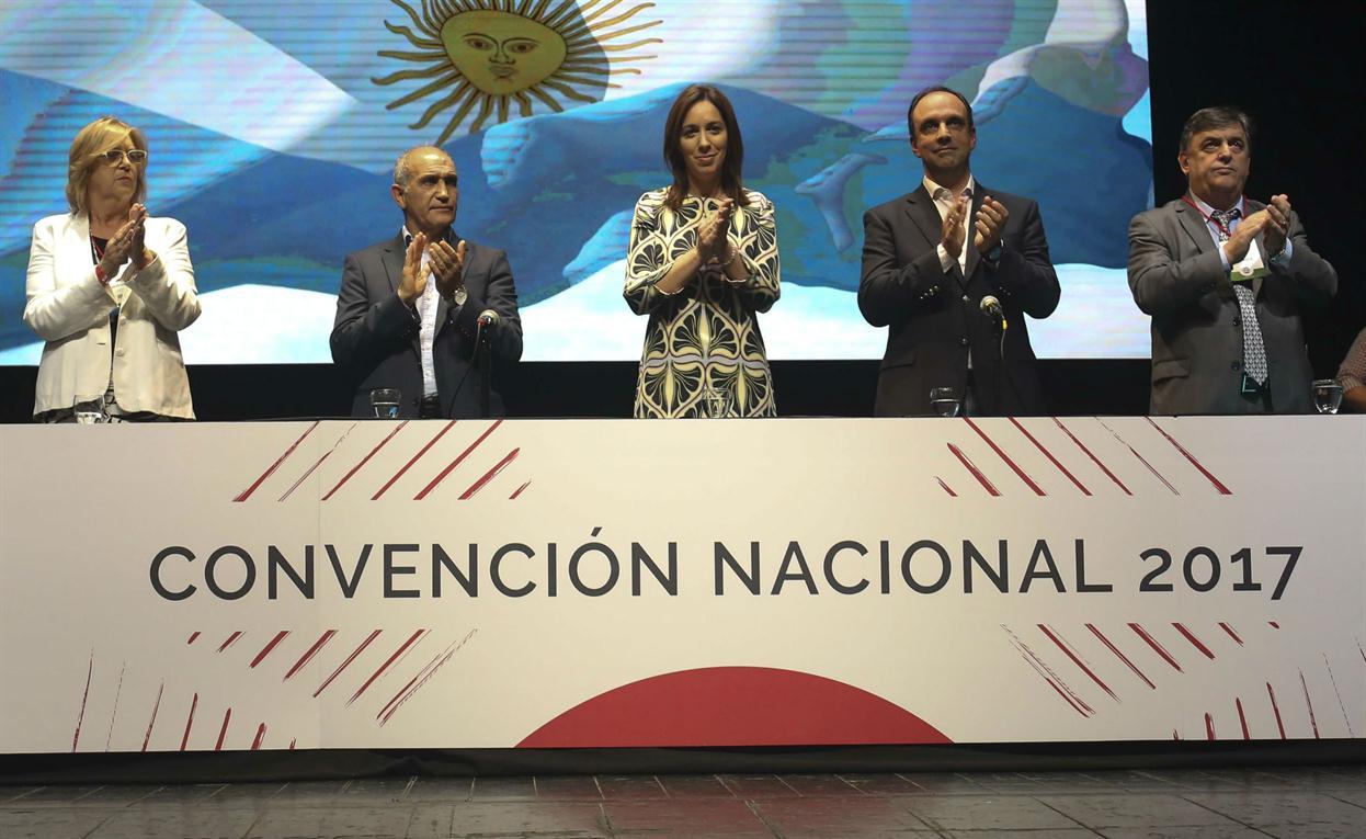 Vidal, rodeada de la primera plana radical Cambiemos BA