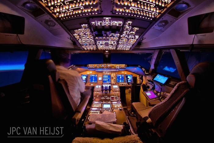 aerial-photos-boeing-747-plane-cockpit-jpc-van-heijst-13-592c0ee725c17__700