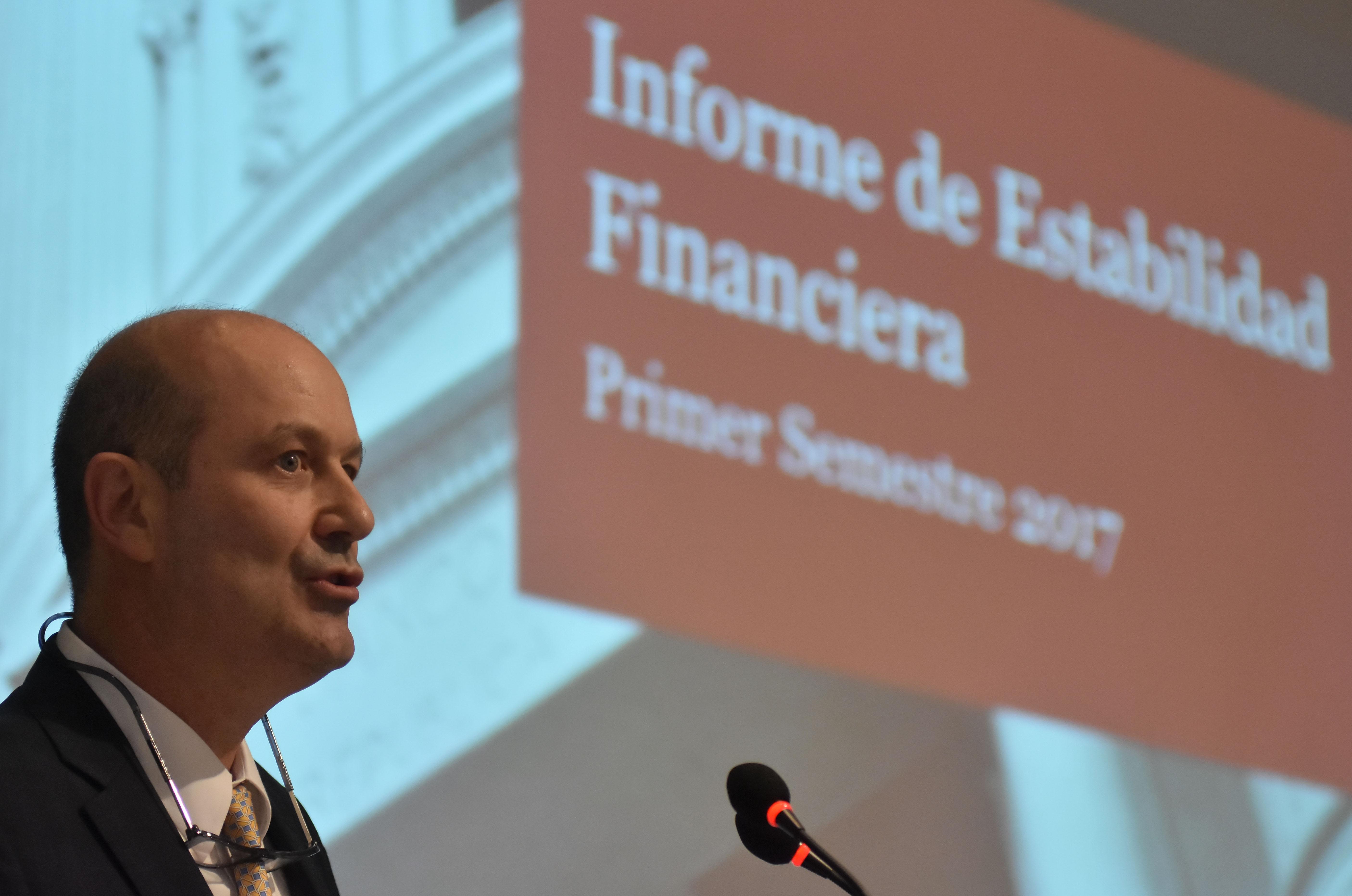 DYN36, BUENOS AIRES 17/05/17, FEDERICO STURZENEGGER, PRESIDENTE DEL BCRA, BRINDO UNA CONF. DE PRENSA PARA PRESENTAR EL INFORME DE ESTABILIDAD FINANCIERA (IEF) CORRESPONDIENTE A MAYO DE 2017.FOTO-DYN/EZEQUIEL PONTORIERO.