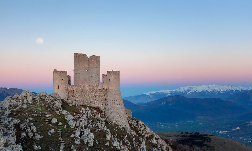 italy-gives-away-free-castles-591ee03e03171__880