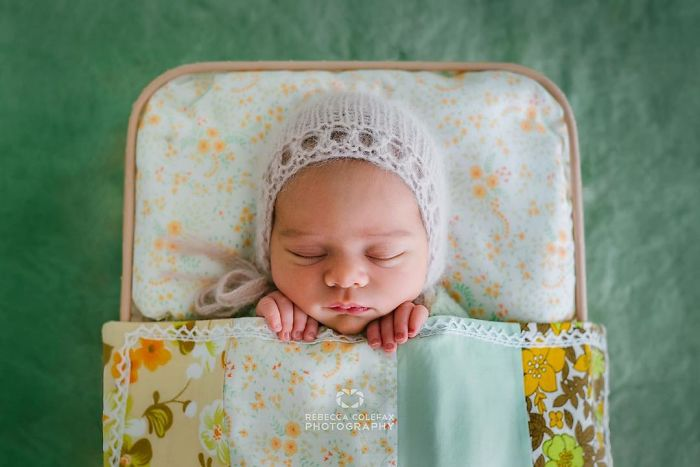 Photographer-takes-pictures-of-babies-as-never-seen-before-5922b2bf70310__700