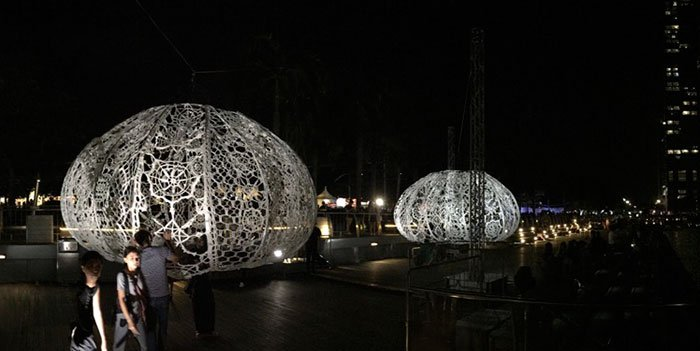 crocheted-urchins-sculpture-choi-shine-architects-singapore-marina-bay-10