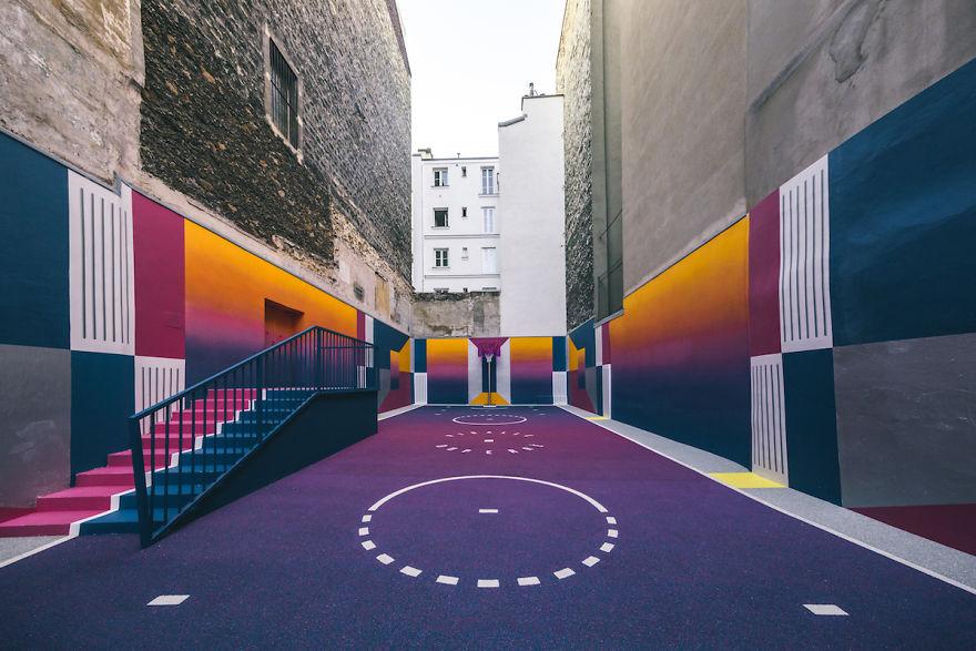 neon-color-basketball-court-pigalle-ill-studio-paris-2-59539e45ed000__880