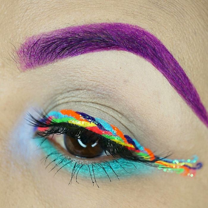unicorn-eyeliner-makeup-3-5953426bb7d2b__700