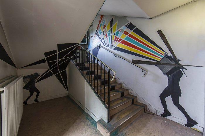 100-graffiti-artists-university-painting-rehab2-paris-596db775a5d7c__700