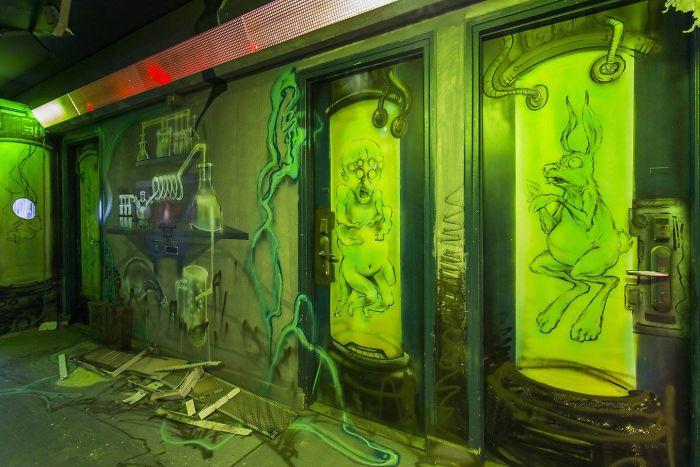 100-graffiti-artists-university-painting-rehab2-paris-596dbaae50445__700