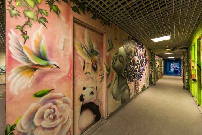 100-graffiti-artists-university-painting-rehab2-paris-596dbb6b111ab__700