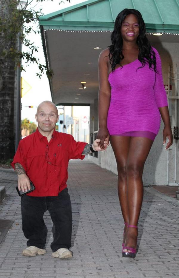 a100002_odd-couple_3-dwarf-transgedendered