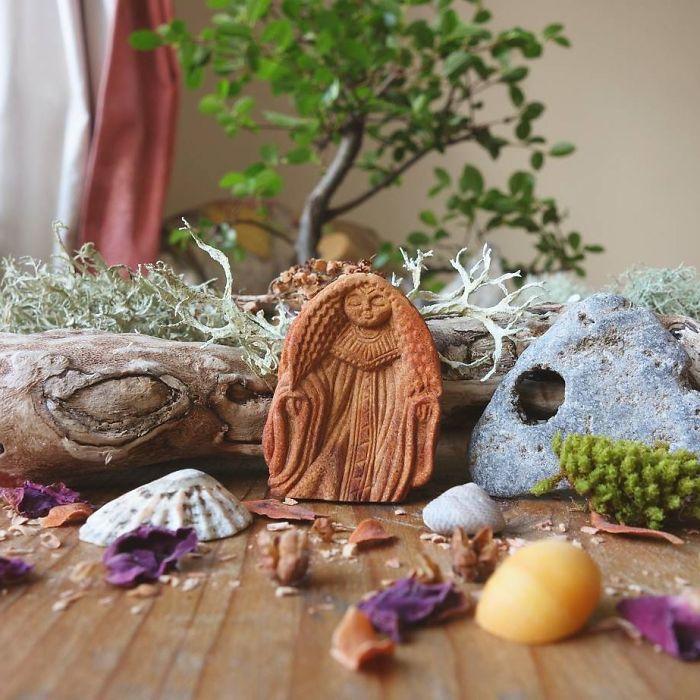 carved-totems-avocado-stone-faces-9-596715e2c9d35__700