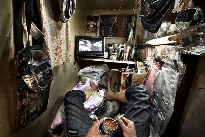 coffin-cubicles-trapped-benny-lam-hong-kong-3-597ae9dbd7e6b__700