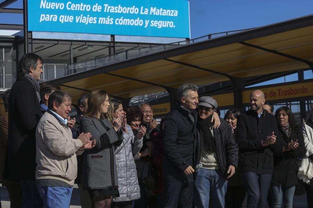 DYN20, GONZALEZ CATAN,  BUENOS AIRES, 17/07/2017, EL PRESIDENTE MAURICIO MACRI INAUGURÓ HOY EL CENTRO DE TRASBORDO DE GONZÁLEZ CATÁN, EN EL PARTIDO BONAERENSE DE LA MATANZA, DONDE ESTUVO ACOMPAÑADO POR LA GOBERNADORA DE LA PROVINCIA DE BUENOS AIRES, MARÍA EUGENIA VIDAL; EL MINISTRO DE TRANSPORTE DE LA NACIÓN, GUILLERMO DIERTICH; LA INTENDENTA LOCAL, VERÓNICA MAGARIO; Y ESTEBAN BULLRICH.  FOTO:DYN/PRESIDENCIA.