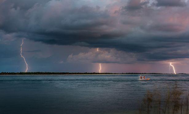 PAY-RAINBOW-LIGHTNING (1)