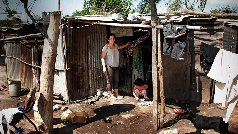 La pobreza estructural afecta a casi seis de cada diez chicos en el país.