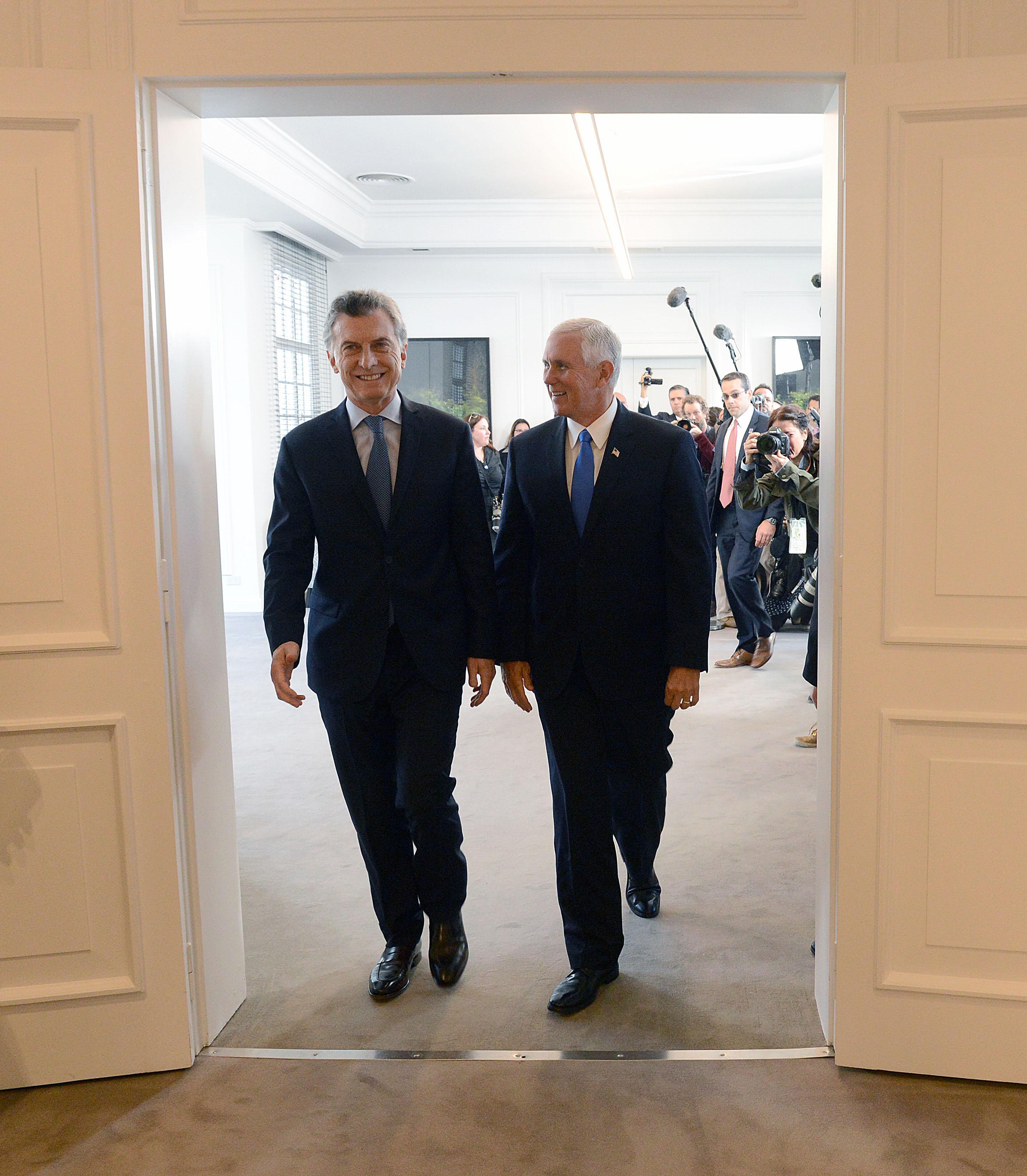 Mauricio Macri y el vicepresidente de Estados Unidos, Mike Pence.