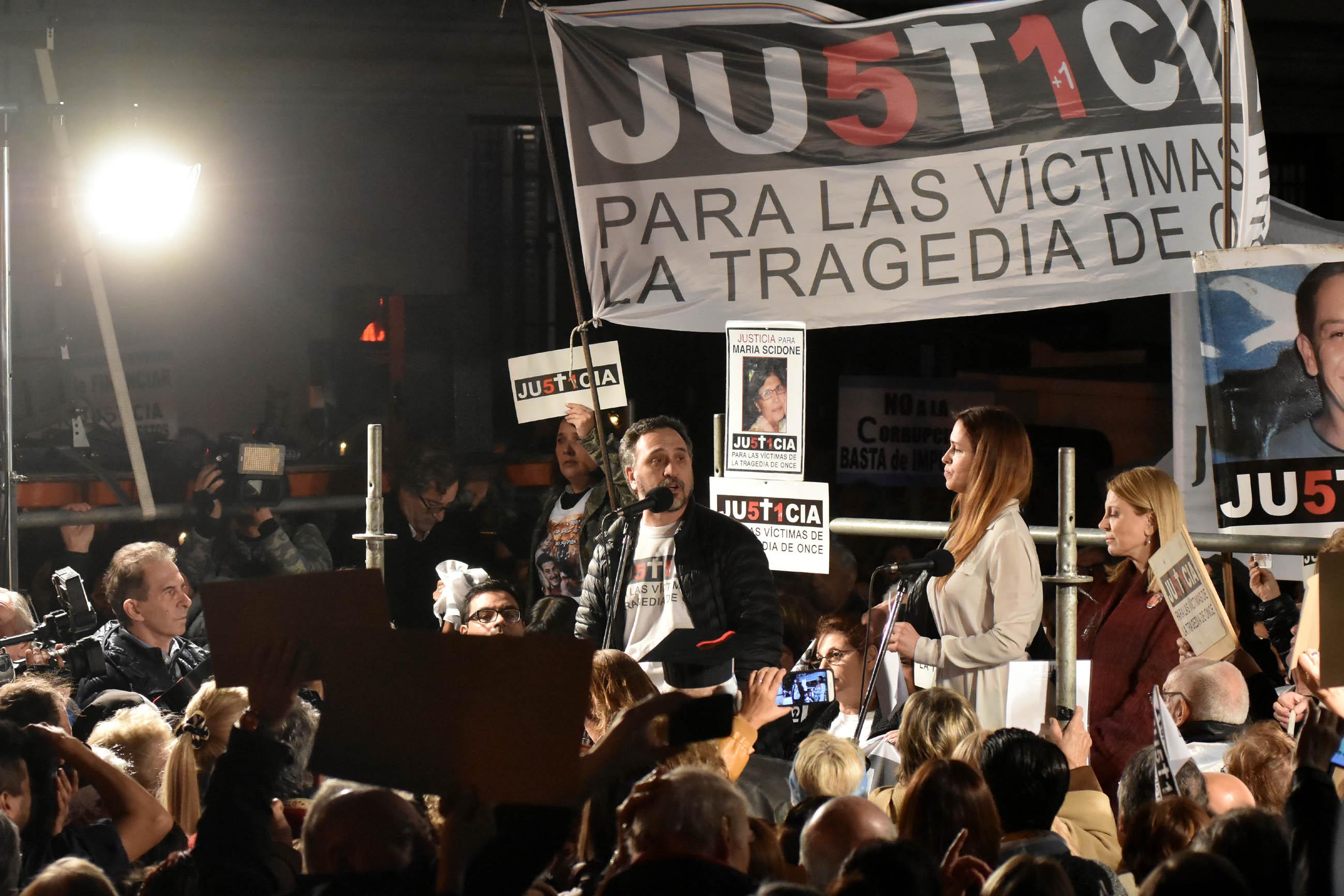 DYN63, BUENOS AIRES 03/08/2017, MARCHA ANTICORRUPCION Y PEDIDO DE JUSTICIA EN LAS PUERTAS DE LOS TRIBUNALES PORTEÑOS.FOTO:DYN/TONY GOMEZ.