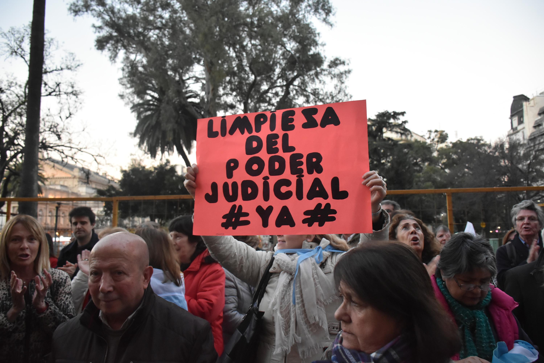 DYN66, BUENOS AIRES 03/08/2017, MARCHA ANTICORRUPCION Y PEDIDO DE JUSTICIA EN LAS PUERTAS DE LOS TRIBUNALES PORTEÑOS.FOTO:DYN/TONY GOMEZ.