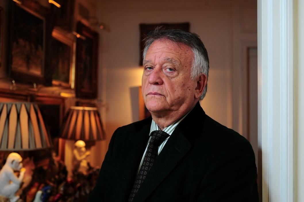 Roberto Devorik, ex asesor de vestuario de Lady Di, reveló que el cuerpo de Lady Di está enterrado en otro lugar.