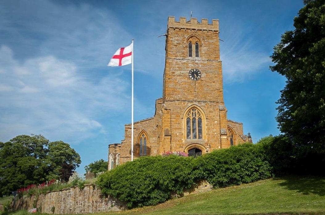 La iglesia de Great Brington, en Northampton, donde realmente descansan los restos de Lady Di junto a los de su padre.