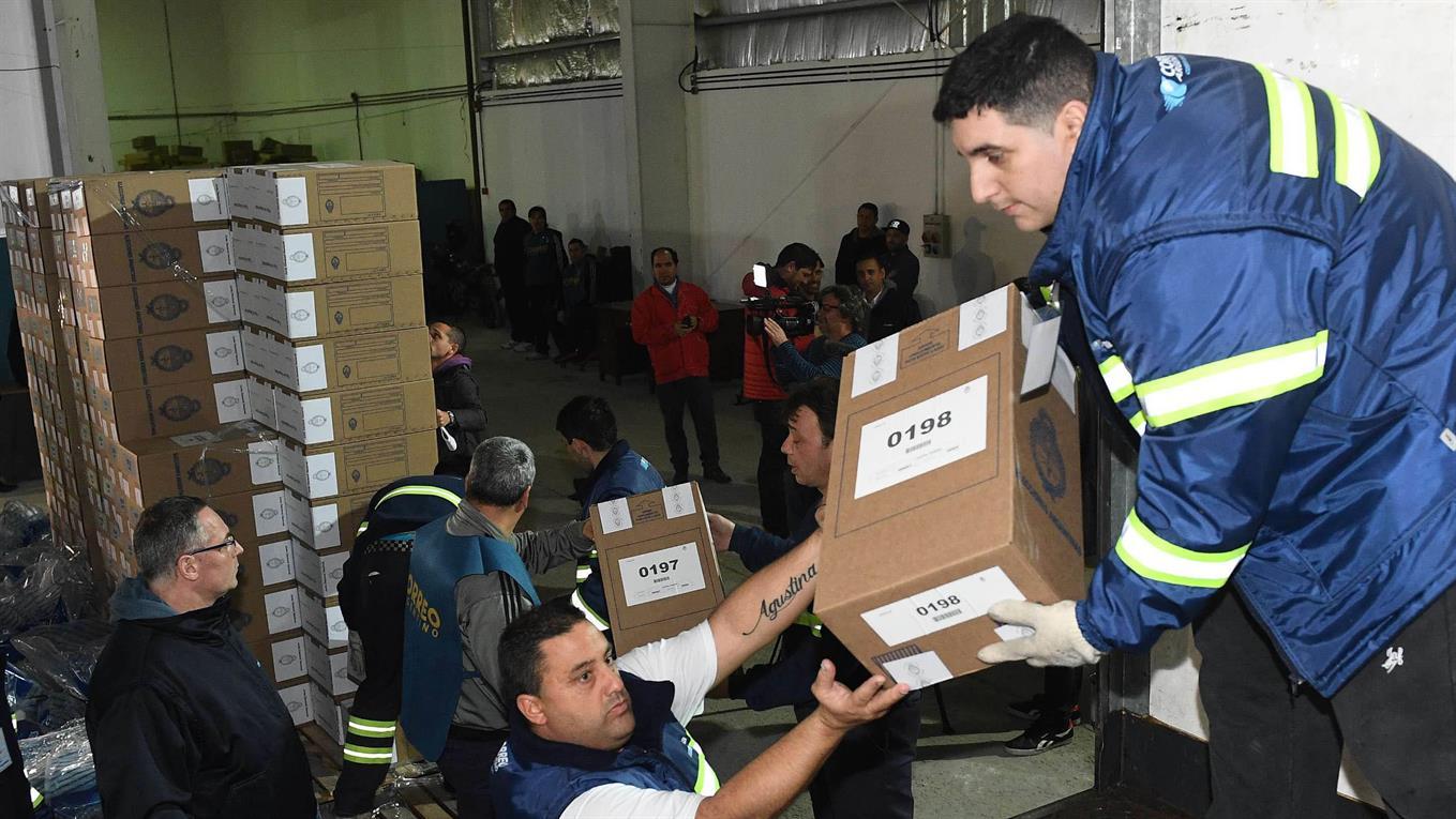 Las urnas ya se distribuyen en los grandes centros urbanos del país.