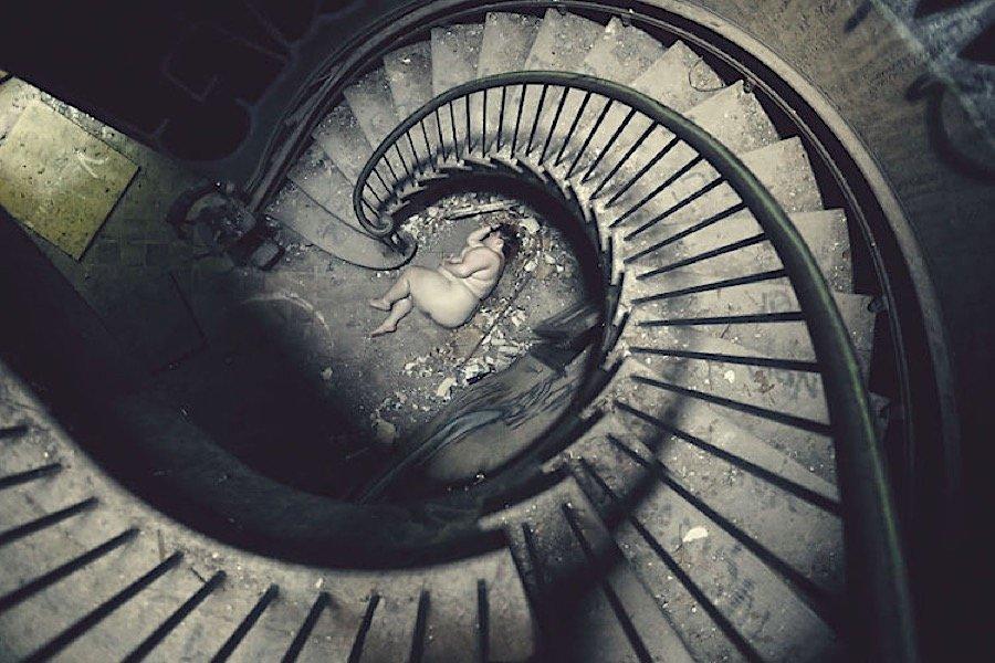 photos-surreal-fairytales-shot-abandoned-luxury25