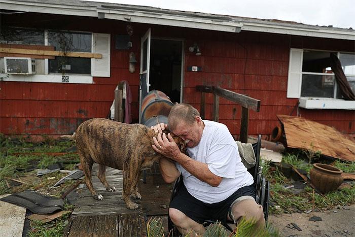 powerful-photos-hurricane-harvey-texas-14-59a51f034aef9__700
