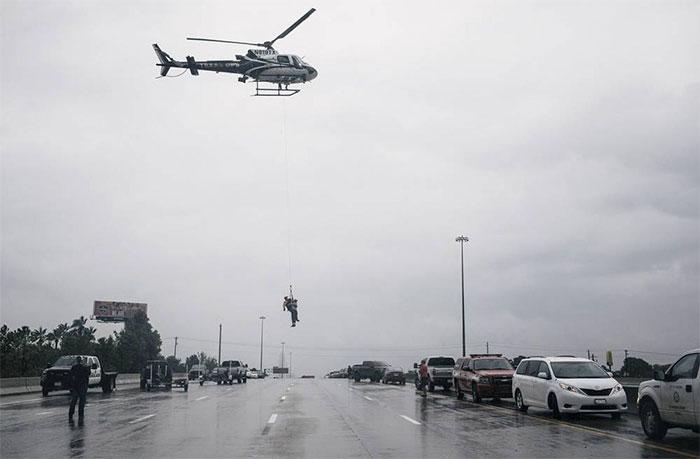 powerful-photos-hurricane-harvey-texas-20-59a526312c8ba__700