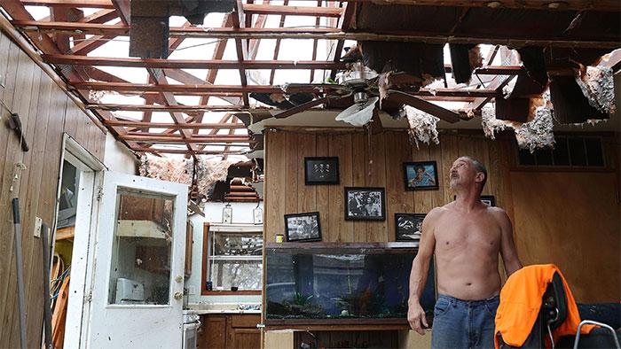powerful-photos-hurricane-harvey-texas-39-59a5328fd26c0__700