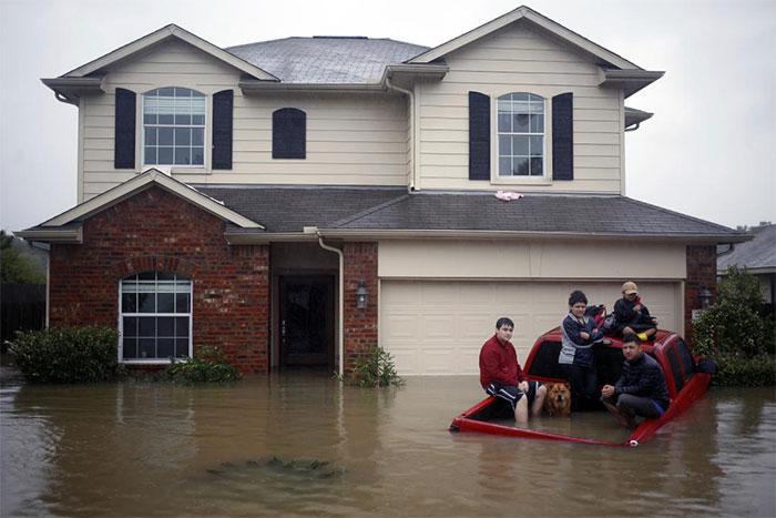 powerful-photos-hurricane-harvey-texas-41-59a53324db07b__700