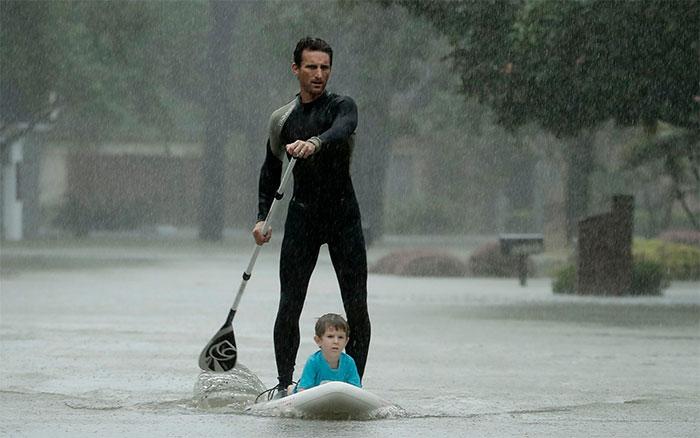powerful-photos-hurricane-harvey-texas-43-59a5340c6da32__700