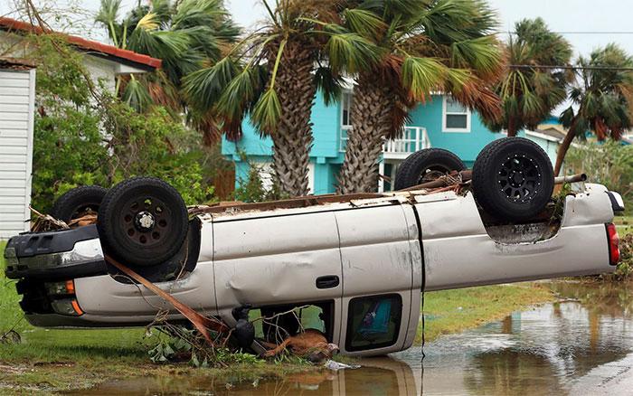 powerful-photos-hurricane-harvey-texas-46-59a5372b409ba__700
