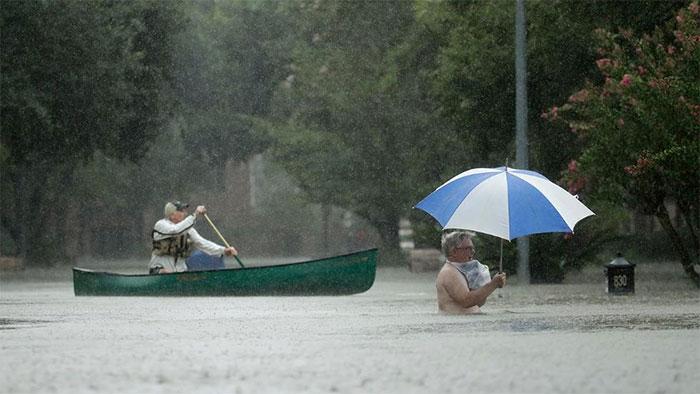 powerful-photos-hurricane-harvey-texas-5-59a513525c0f8__700