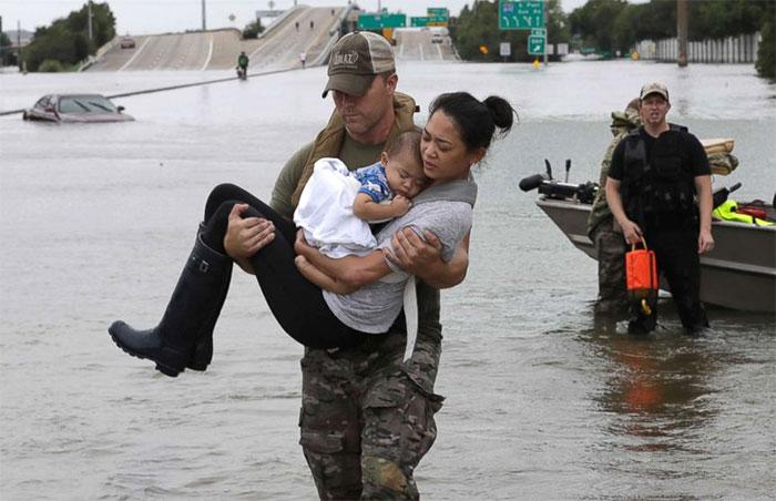 powerful-photos-hurricane-harvey-texas-50-59a50defc92fe__700