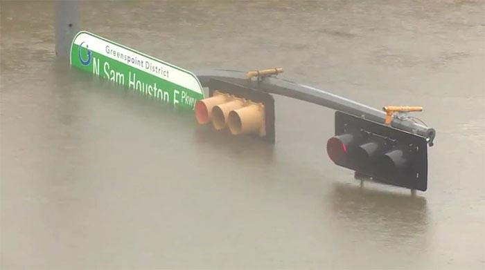 powerful-photos-hurricane-harvey-texas-51-59a549edcb7a6__700
