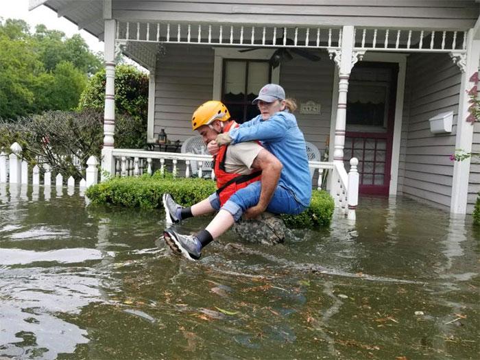 powerful-photos-hurricane-harvey-texas-61-59a51acc1647b__700