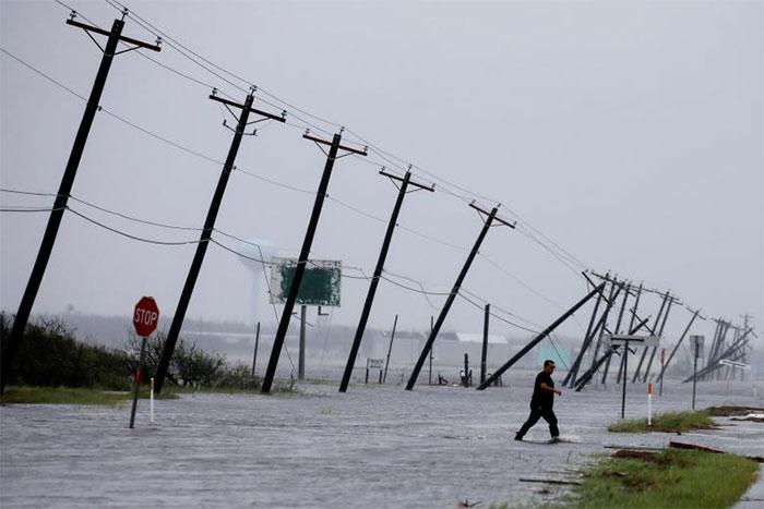 powerful-photos-hurricane-harvey-texas-63-59a51b6ae1bed__700