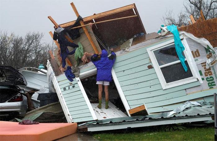 powerful-photos-hurricane-harvey-texas-67-59a51cef498fb__700