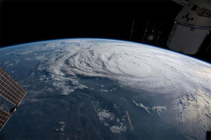 powerful-photos-hurricane-harvey-texas-71-59a51f64d572f__700