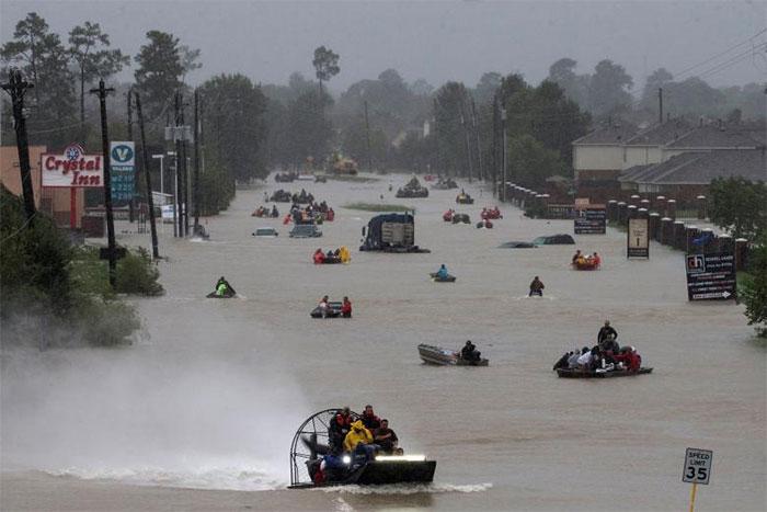powerful-photos-hurricane-harvey-texas-76-59a52be5e153a__700