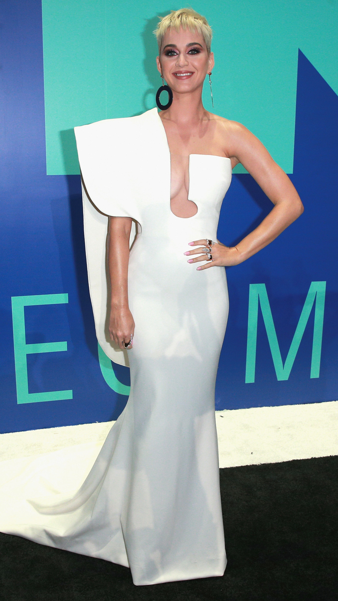 rs_1080x1920-170827162513-1080-katy-perry-mtv-vma