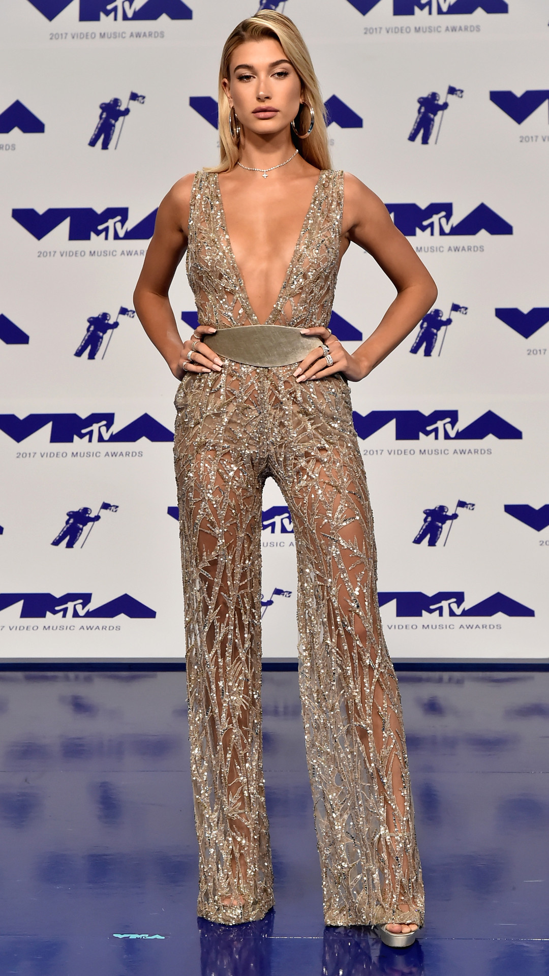 rs_1080x1920-170827172522-1080-hailey-baldwin-mtv-vma